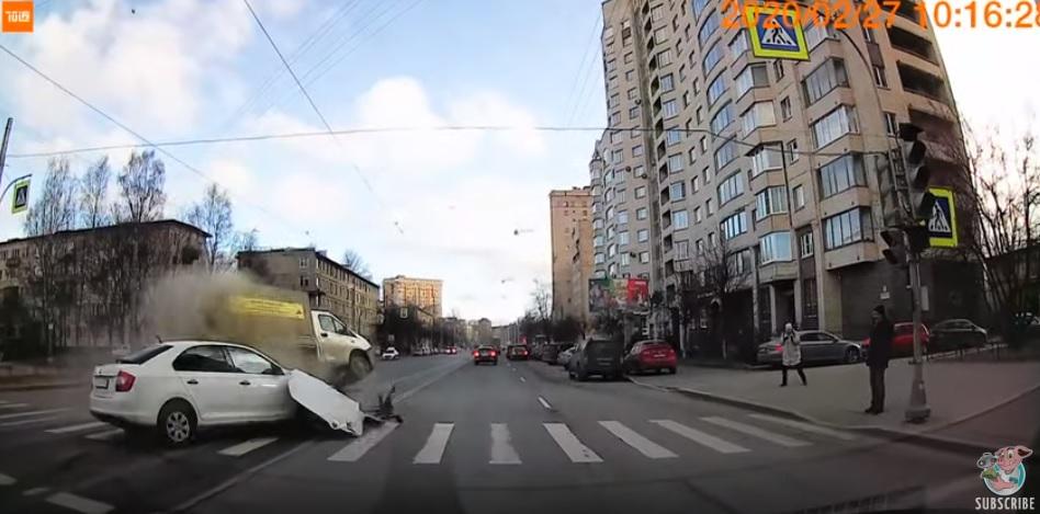 VIDEÓ: Durva baleset lett az apró figyelmetlenségből