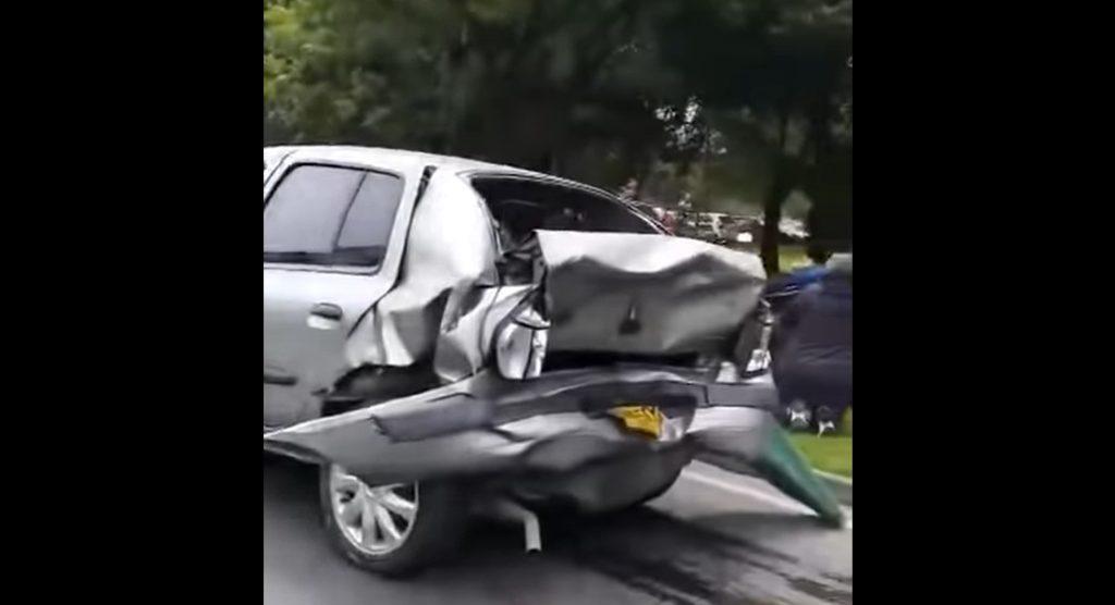 VIDEÓ: Elképesztő baleset. Bepánikolt a 75 éves nő. A felvételek elárasztották az internetet