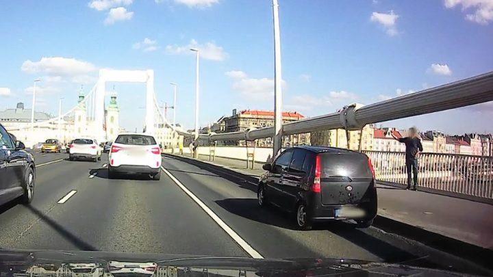 VIDEÓ: Az Erzsébet híd közepén álltak meg egy jót szelfizni