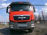 VIDEÓ: A bicepszét csókolgatta? :) Az ilyeneknek nem kamiont kéne vezetni, hanem egy pszichológust felkeresni