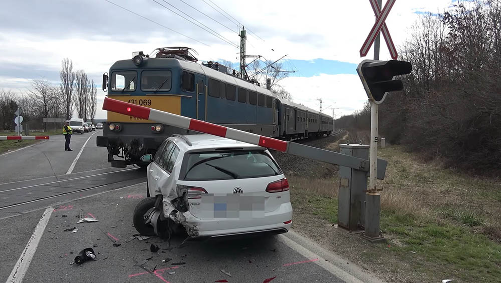 VIDEÓ: Szürreális események sorozata váltotta ki ezt a balesetet
