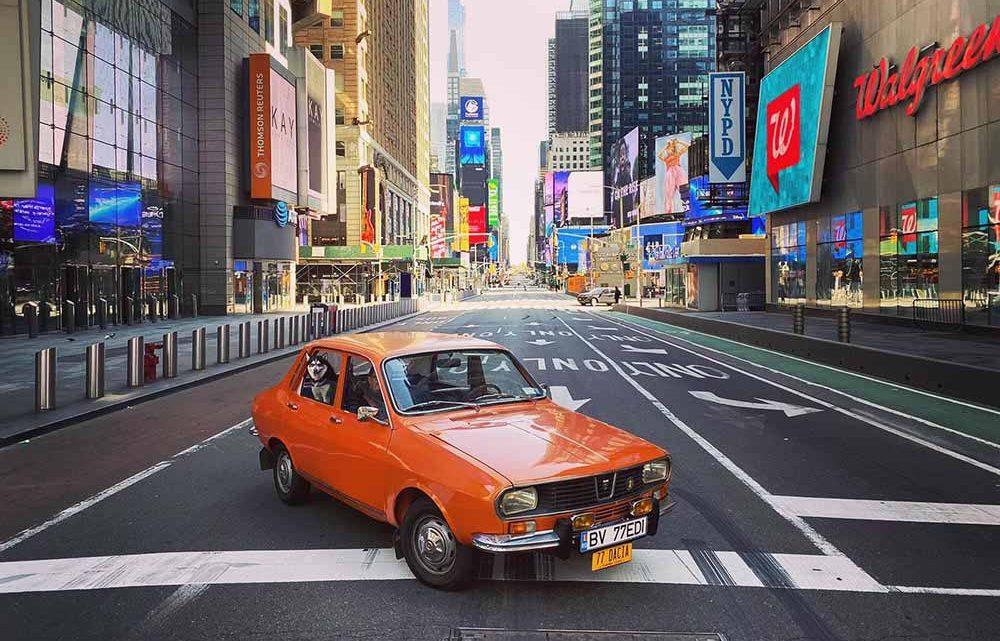 FOTÓK: Az üres New Yorkban egy veterán Dacia 1300? Simán! :)