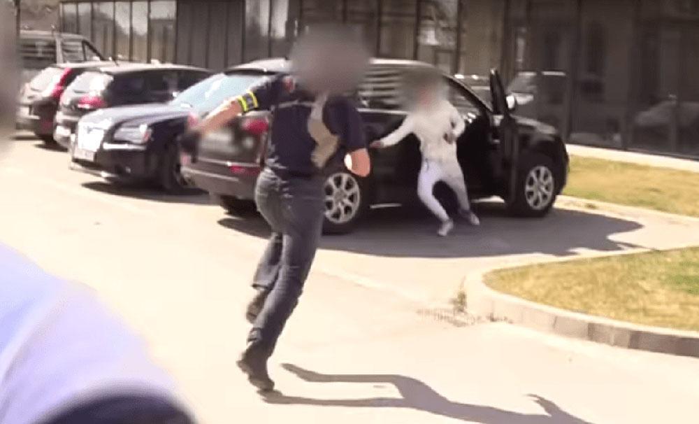 VIDEÓ: A pihentetés utáni pillanatban fogták meg az autótolvajokat