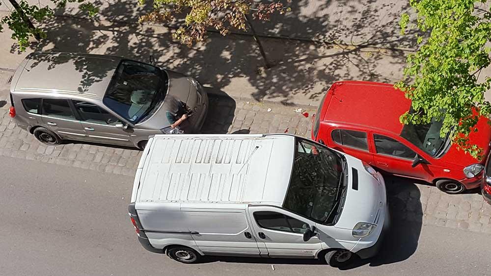 Fotók: Több autót letarolt, majd kitört a kereke a vélhetőleg ittas sofőr autójának, a 13. kerületben