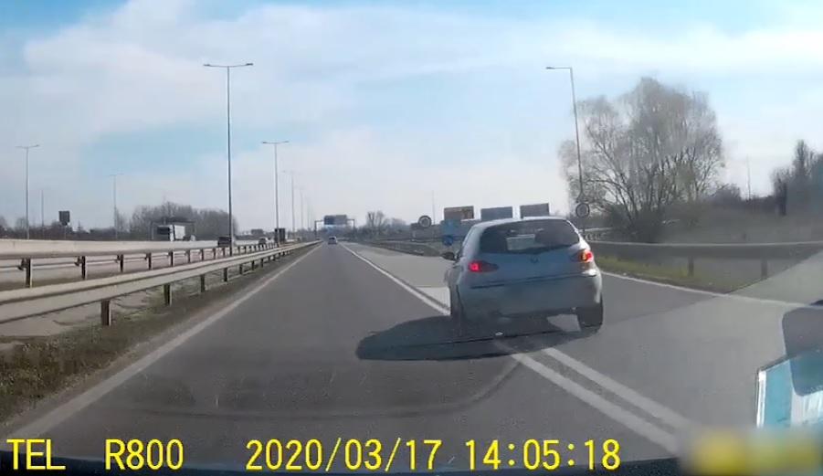 VIDEÓ: Gusztustalan, amit a türelmetlen Alfás tett az M5 kivezetőn