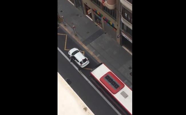 VIDEÓ: Ezt a buszsofőrt bizony kár volt felbosszantani