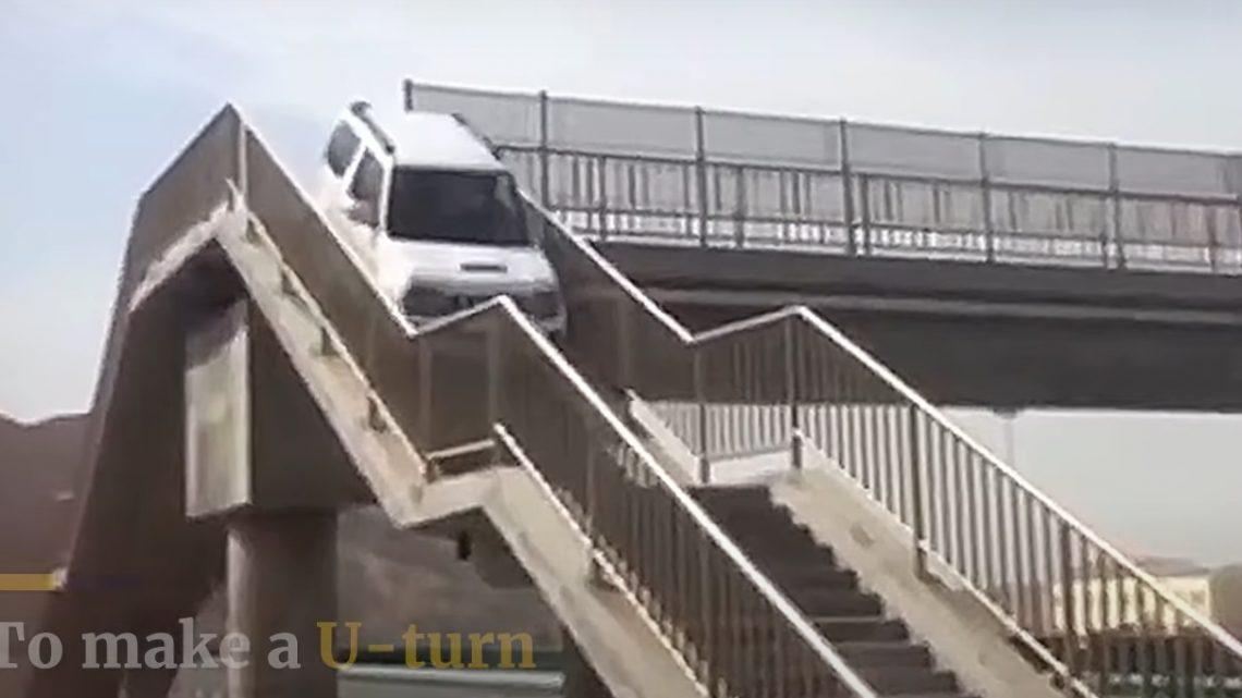 VIDEÓ: A gyalogos felüljárón fordult meg Jimny-jével, mert benézte a kijáratot