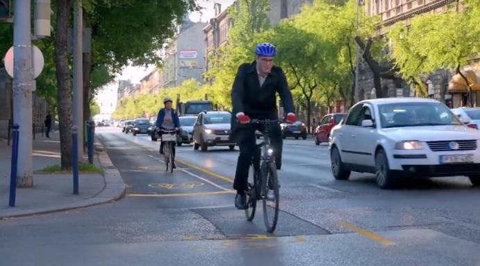 Döntött a közgyűlés arról, hogy maradnak-e az ideiglenes kerékpársávok Budapesten