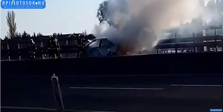VIDEÓ: Hatalmas füst az M0-s autóúton – Nagy a torlódás egy kigyulladt autó miatt
