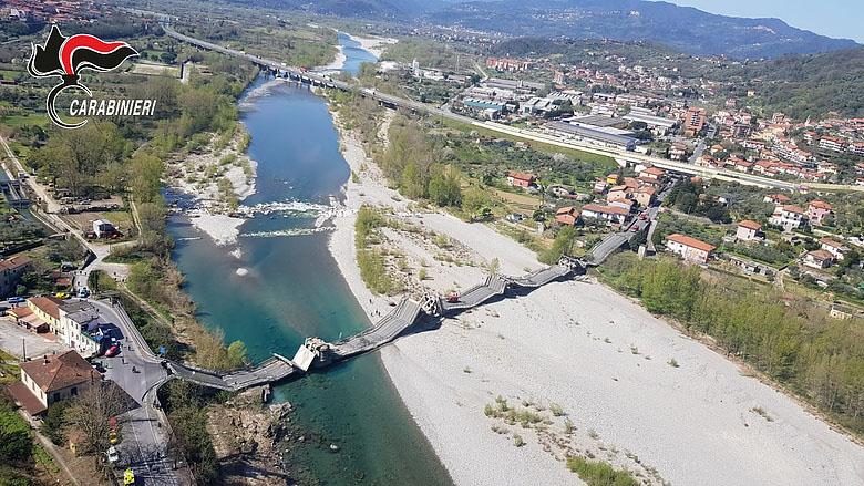 Észak-Olaszországban leomlott egy közúti híd