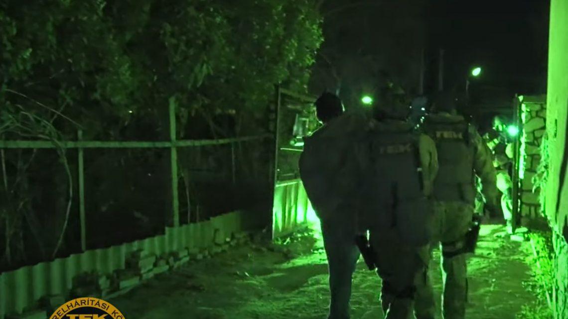 VIDEÓ: Így kapta el a TEK és a rendőrök a 21 autót feltörő párt