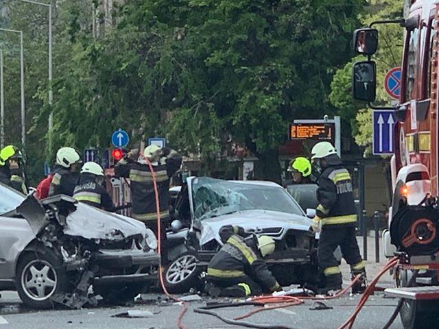FOTÓK: Durva baleset a a 11. kerületben – Két autó ütközött