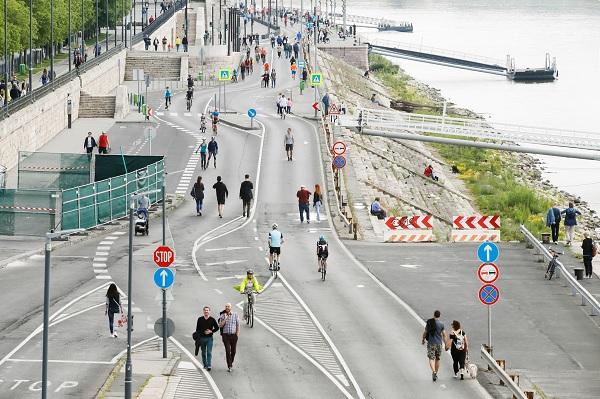 Most hétvégén ismét csak a gyalogosok és a kerékpárosok közlekedhetnek a Pesti alsó rakparton
