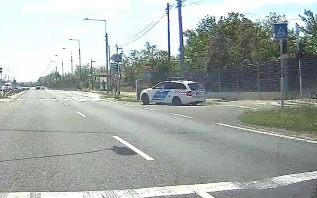 VIDEÓ: Instant karma a 4-esen. Keményen odaléptek a rendőrök