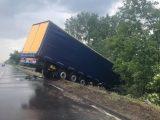 FOTÓK: Árokba borult egy nyerges vontató az M7-es autópályán Székesfehérvárnál