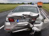 VIDEÓ: Fél óráig sem élvezhette új autóját – Hátulról rongyolt bele a mobilját nézegető Fiatos