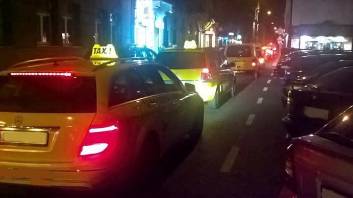 A jövőben eltiltanák a taxizástól a büntetett előéletűeket