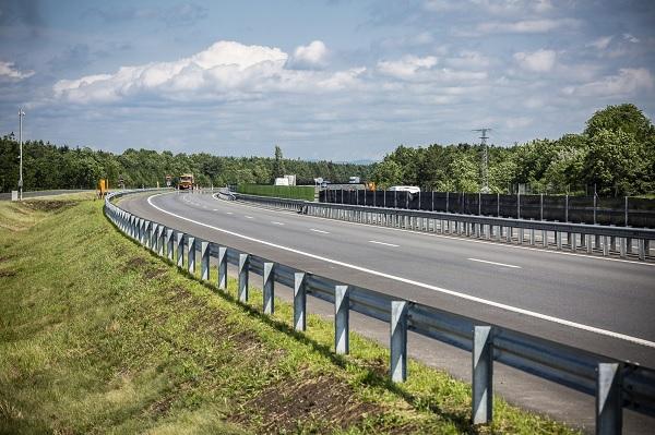 Elkészült az M15-ös autópálya Rajka-országhatár közötti szakasza