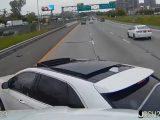 VIDEÓ: Addig provokálta a kamionost, hogy keresztbe fordította őt az úton