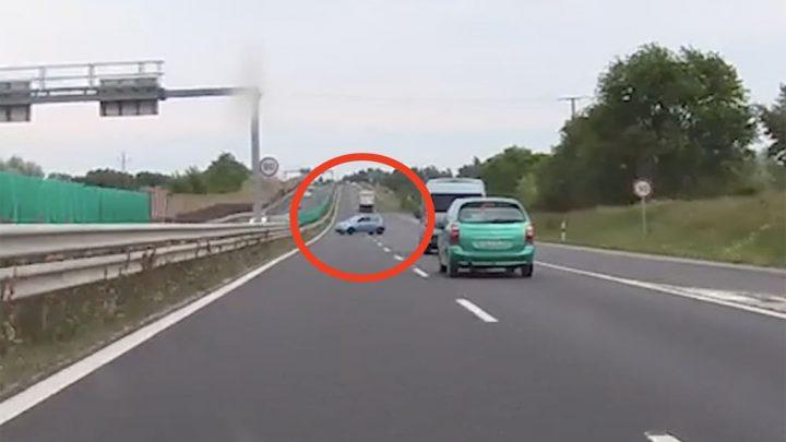 VIDEÓ: Felhajtott, majd szembe fordult a forgalommal a 8-as, gyorsforgalmi, 2X2 sávos úton