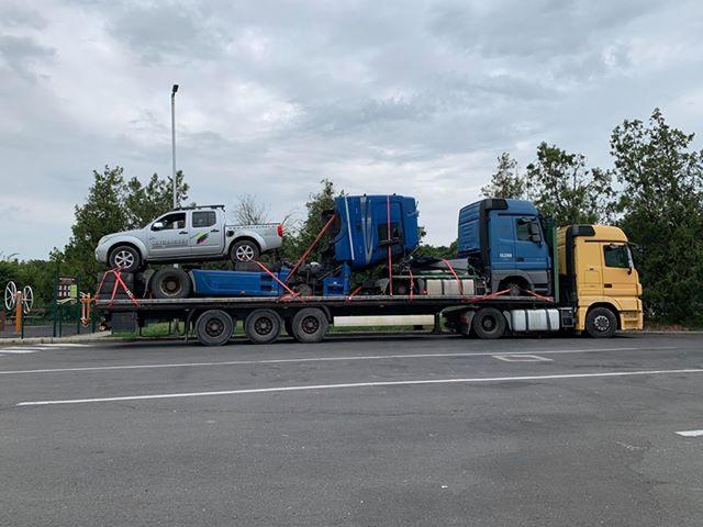 FOTÓK: Teherautón teherautó, azon egy pickup, pár gumiabroncs egy fura forgalmi és a többi
