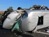 VIDEÓ: Felborult egy kisbusz az M7-esen – Egy nő életét vesztette, nyolcan  megsérültek