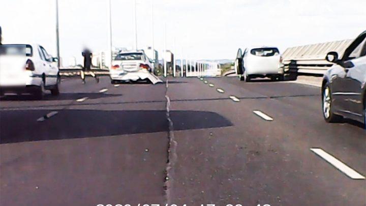 VIDEÓ: Kemény balesetet rögzített az M3 bevezetőn olvasónk fedélzeti kamerája