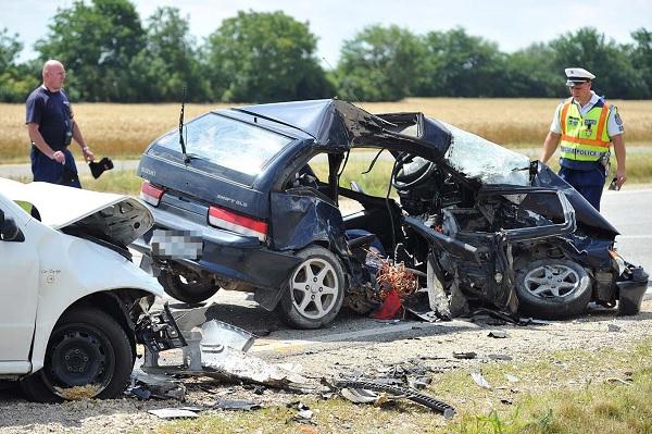 VIDEÓ: Megállás nélkül továbbhajtott az autós, aki miatt egy ember életét vesztette egy pedig súlyosan megsérült