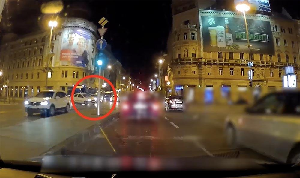 VIDEÓ: Óriási mázlija volt több autósnak tegnap este a Blaha kereszteződésben