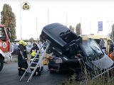 VIDEÓ: Egy cabrio Opel landolt a Suzuki tetején tegnap Kispesten. Videó készült a mentésről