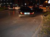 FOTÓK: Győri körforgalomban driftelt az autós – Baleset lett a vége