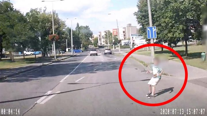 VIDEÓ: Itt most tényleg centiken múlott egy gyermek elgázolása! Két ijesztő eset, ahol nem az autós a hibás