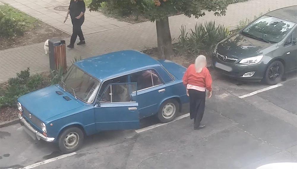 VIDEÓ: Kétségbeejtő, amit a Zsigulival művel a bácsi a 13. kerületben. Sajnos nem egyedi eset…