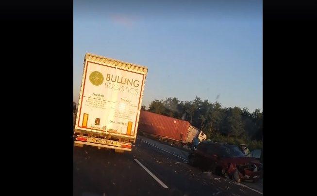 Súlyos baleset – Autó és teherautó ütközött az M5-ös autópályán Szeged felé a 26-os km-nél