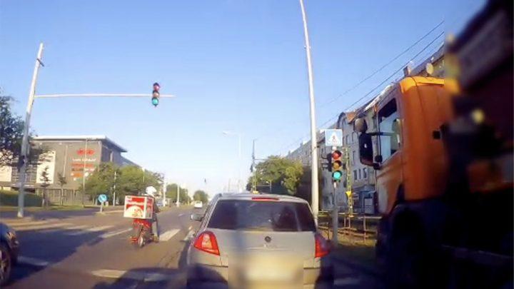 VIDEÓ: Óriásit mentett a Kerepesi úton a konténeres ezzel a húzással
