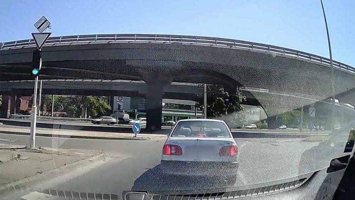 VIDEÓ: Kedves Toyotás! Nem azért dudáltak rád az Árpád hídnál, mert lassan mentél, hanem…