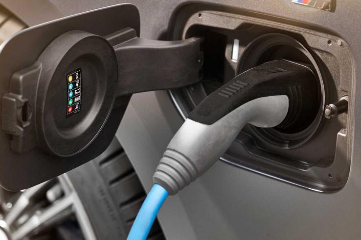 Ha plug-in BMW-d van, akkor inkább ne töltsd a visszahívásig