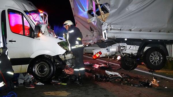 FOTÓK: Durva tömegbaleset történt éjjel az M5-ös autópályán