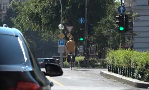 Egy felmérés szerint elképesztően megosztó a kerékpársávok meghagyásának kérdése
