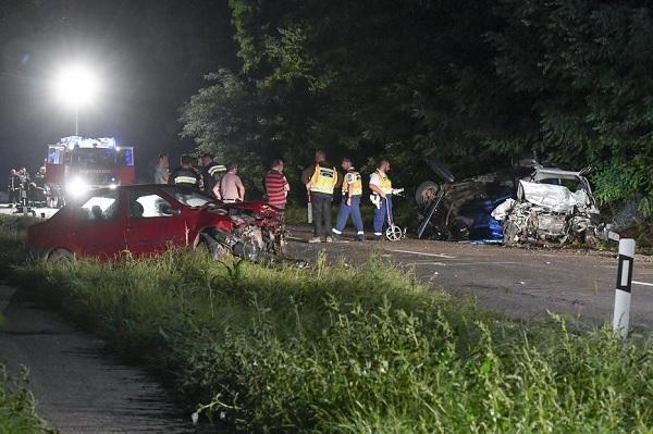 Három ember életét vesztette, miután három személyautó ütközött Hajdúnánásnál