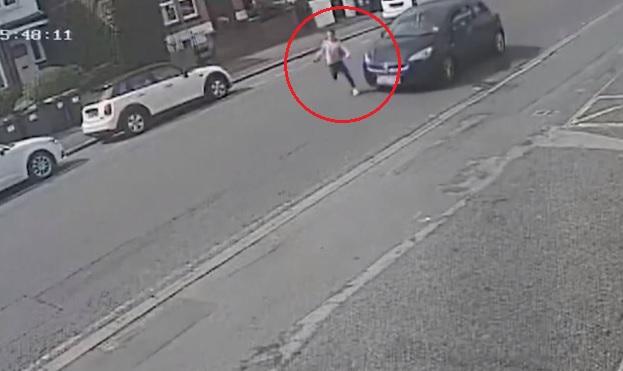 VIDEÓ: Sokkoló videót tett közzé egy 11 éves kislány balesetéről a brit rendőrség