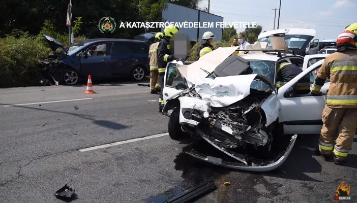 VIDEÓ: Két autó ütközött délután a Ferihegyi gyorsforgalmi úton – Így szabadították ki a sérültet