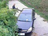 FOTÓK: Belerúgott egy autóba – Rongálás miatt keresi a rendőrség a férfit