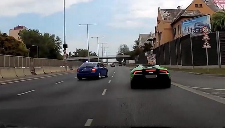 VIDEÓ: Indulás után szinte azonnal egy Lamborghinit fogtak az M3 bevezetőn a pofátlanítók