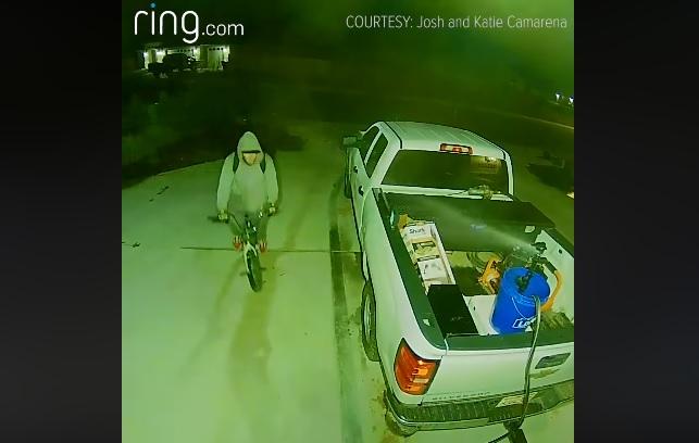 VIDEÓ: Egy hagyományos autós lopásgátló sem rossz, de azok nem kreálnak ennyire vicces videókat