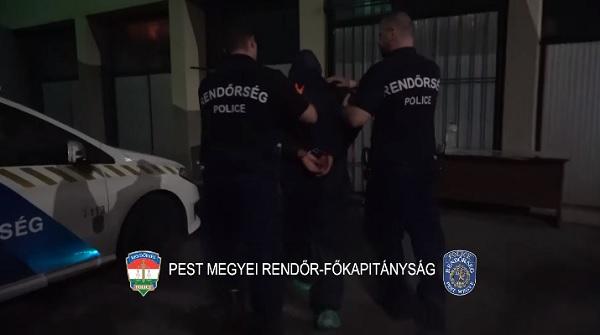 VIDEÓ: Autópályák pihenőiben, parkolókban és benzinkutakon törtek fel gépkocsikat – AZ M1-esen kapták el őket a zsaruk