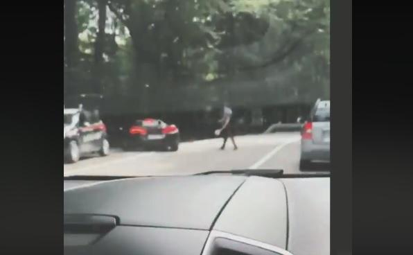VIDEÓ: Záróvonalon akart előzni a McLarenes, de pechére pont ott voltak a zsaruk is