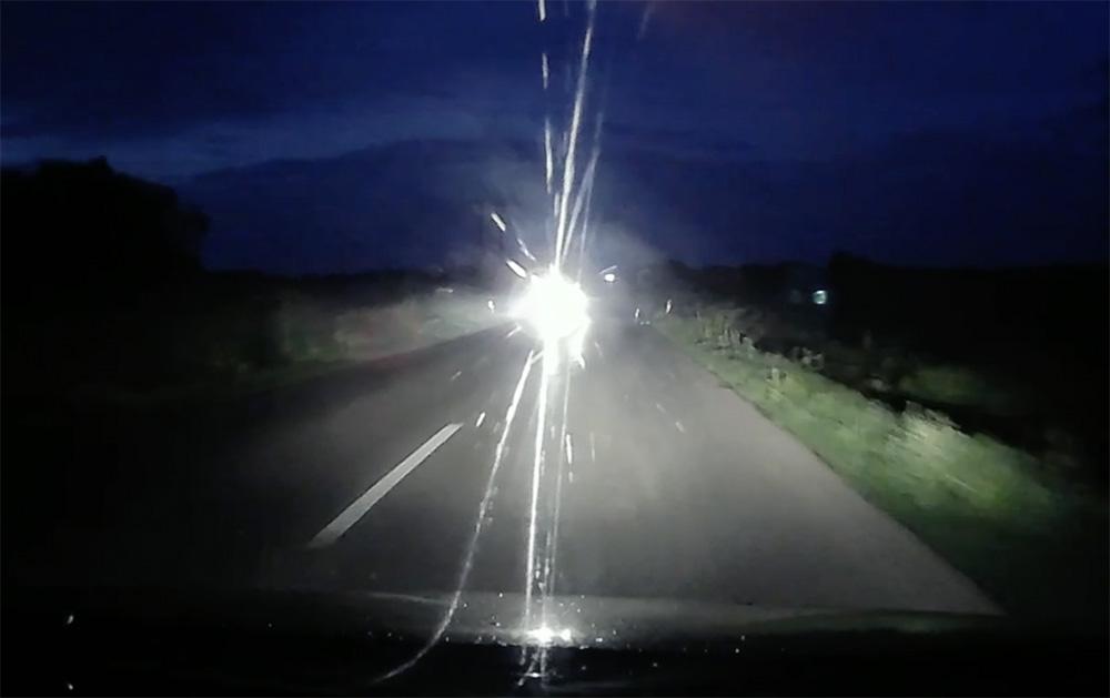 VIDEÓ: Sötét vagy, mint az éjszaka, ha te is szoktál így közlekedni