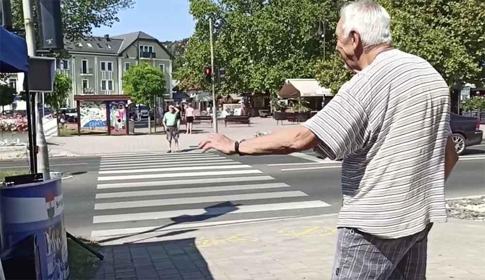VIDEÓ: Ne lepődj meg, ha táncoló embereket látsz a gyalogátkelőnél a pirosnál