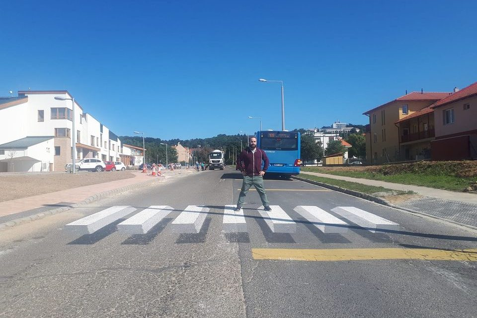 Budakeszi 3D-s Zebra: Tanúskodnia kell a készítőnek. Közlekedés biztonsága elleni bűncselekmény gyanújával indított nyomozást a rendőrség